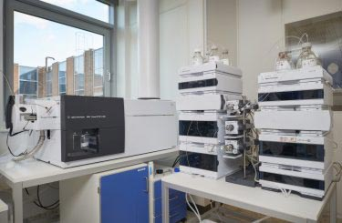 Our MHC 2D-LC system. Two HPLC systems are connected by a valve system.